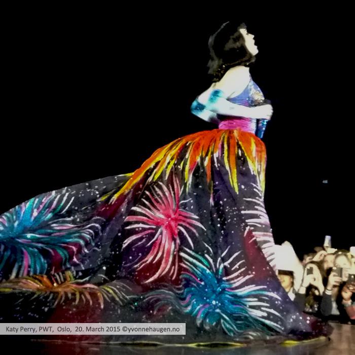 Katy-Perry-PWT-OSLO_firework-2